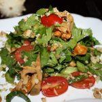 Салат из сельдерея, лесных грибов, помидор рецепт